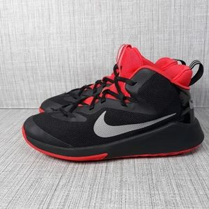 Nike Future Court JDI Sneakers Sz 7Y